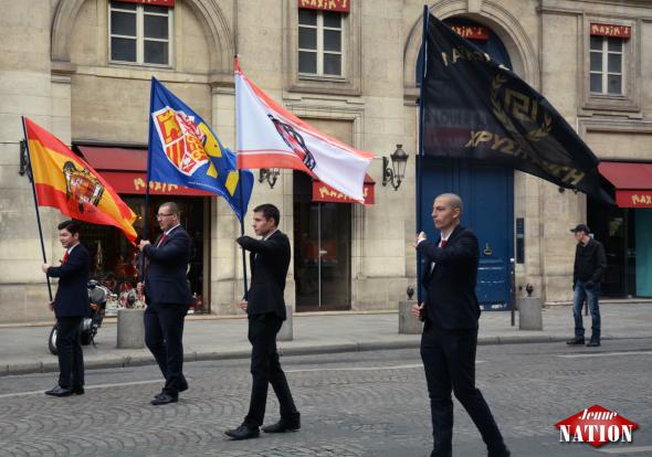 Photo-Défilé-Jeanne-dArc-2015-Paris-photo-Jeune-nation-drapeaux-délégations-étrangères-2